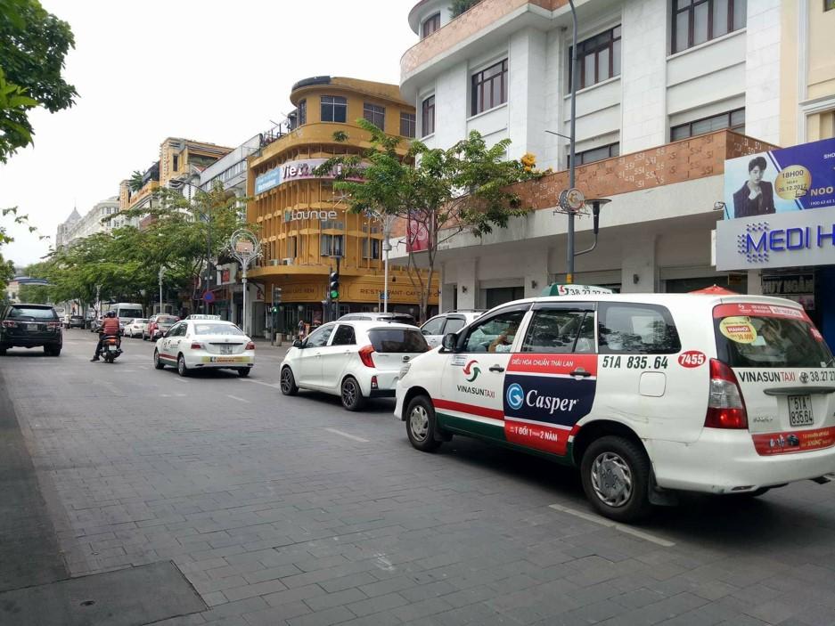 các vị trí quảng cáo trên taxi VinaSun