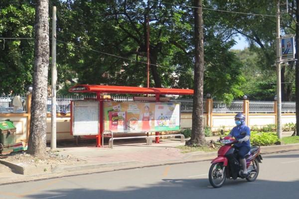 quảng cáo tại nhà chờ xe bus