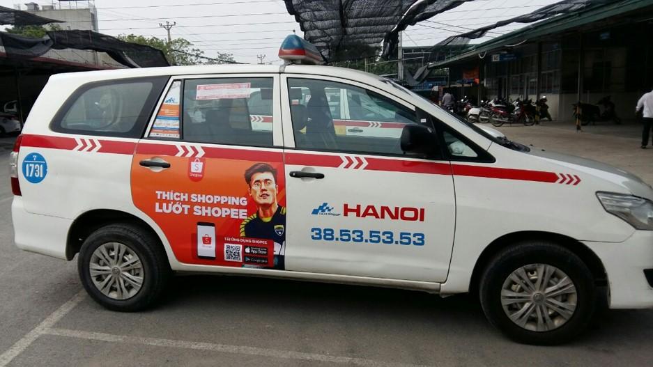 Shopee quảng cáo trên xe taxi