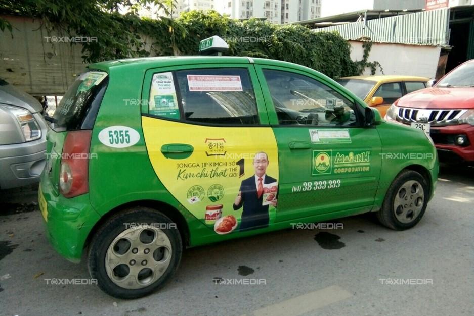 kim chi Jogga Jip quảng cáo trên xe taxi