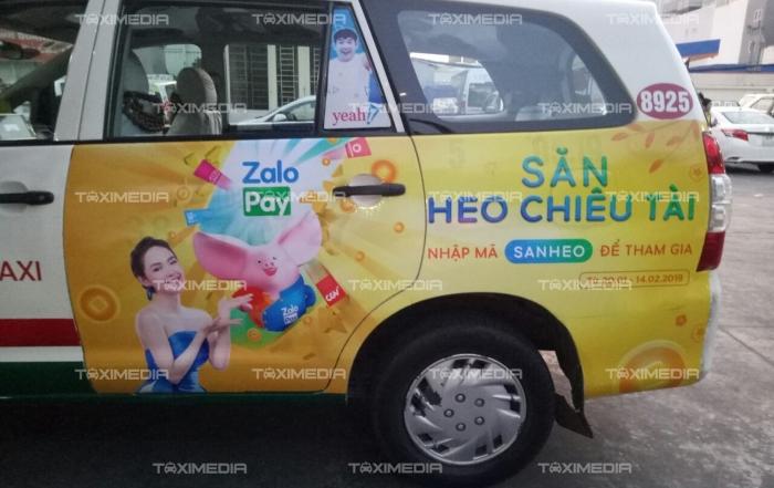 ZaloPay Săn Heo Chiêu Tài triển khai quảng cáo trên taxi