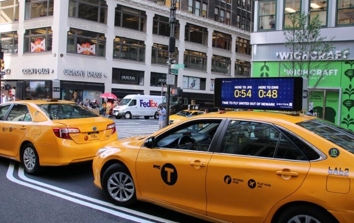 united airlines quảng cáo trên taxi