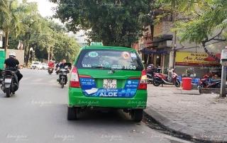 Hình thức quảng cáo trên đuôi xe taxi