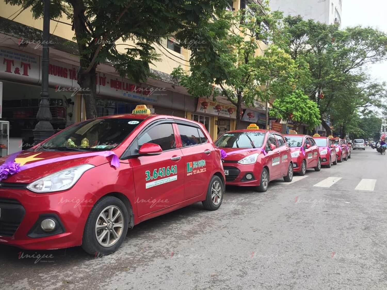 quảng cáo trên taxi hoa phượng