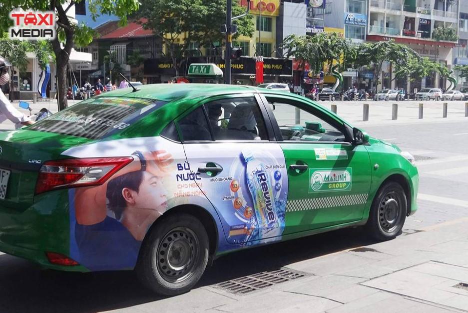 quảng cáo trên taxi full đuôi