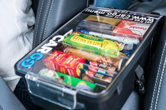 quảng cáo kết hợp bán hàng trên xe taxi