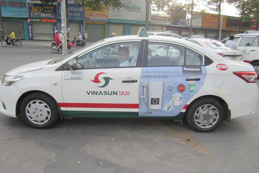 quảng cáo trên xe taxi - cứu cánh cho lợi nhuận của taxi VinaSun