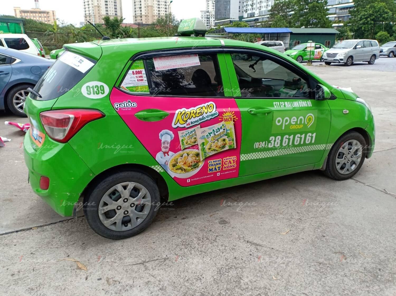 Koreno mỳ rong biển vị ngao quảng cáo trên xe taxi