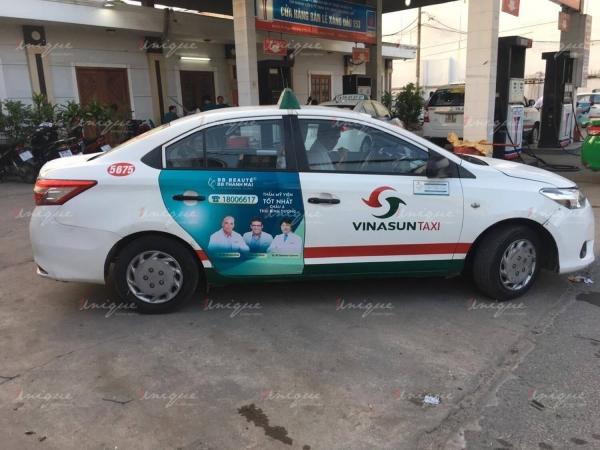 BB Thanh Mai quảng cáo trên xe taxi