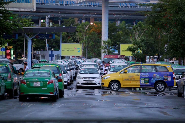 Quảng cáo trên xe taxi hậu dịch Covid