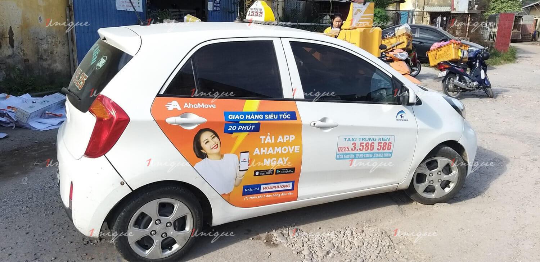 thiết kế quảng cáo trên taxi