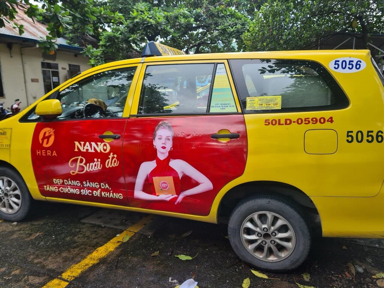 Hera nano bưởi đỏ quảng cáo trên taxi tại thành phố Hồ Chí Minh