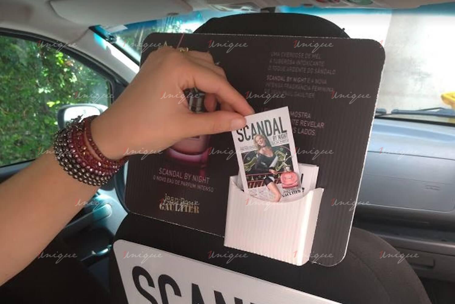 phát sampling quảng cáo trên xe taxi
